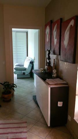 Jolie chambre dans maison de charme - Nicea - Dom