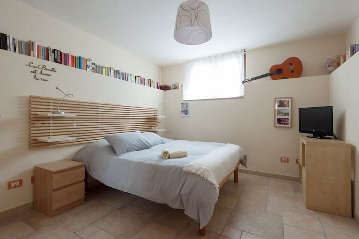 Studio Apartment with Garden - Massa - House