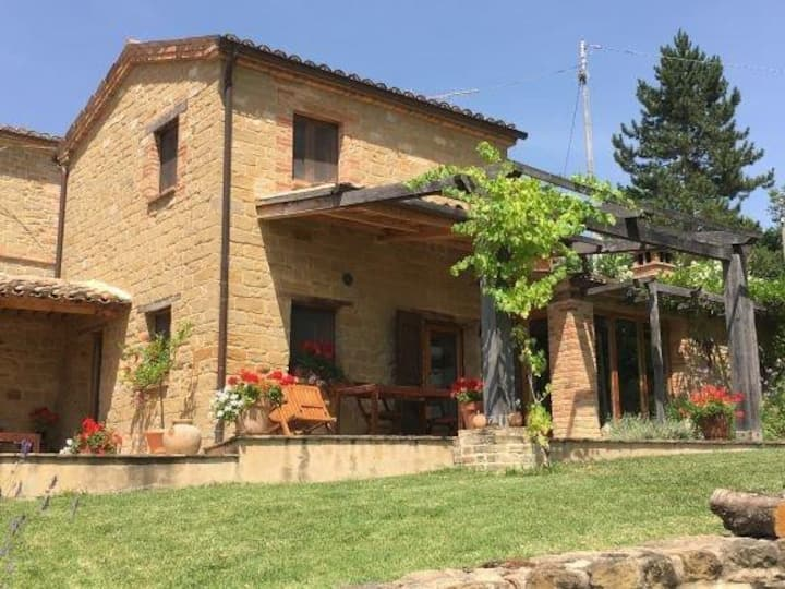 Traditional cottage, rural setting, views & pool