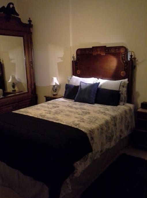 The double bed room with it's antique bed..
