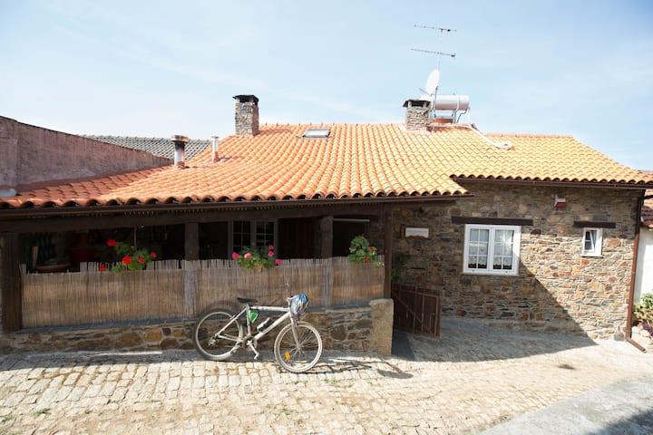 Apimonte Casa do Pascoal - P.N  Montesinho