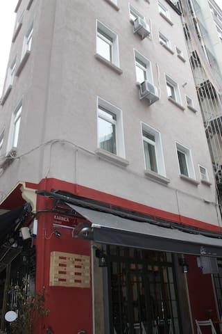 Single Room in Best Location - Beyoğlu - Bed & Breakfast