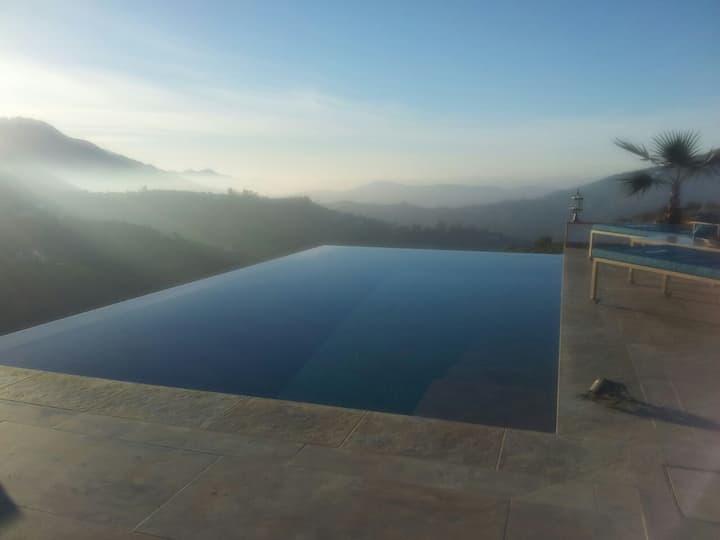 HEATED Infinity Pool, 3 ThinkersINN Hot Bubble Spa