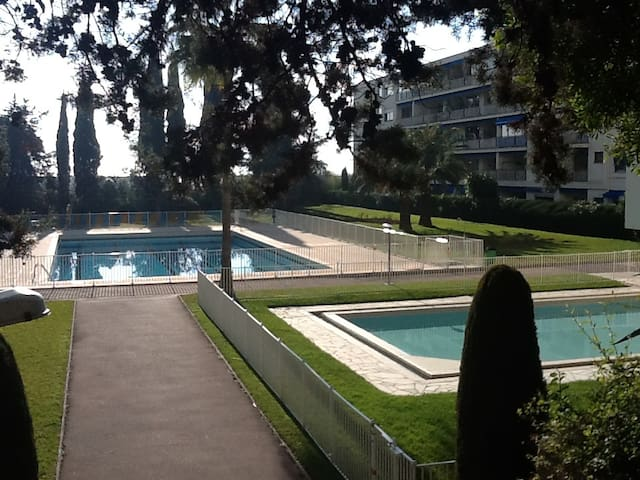 1 bedroom, swimming-pool, beach