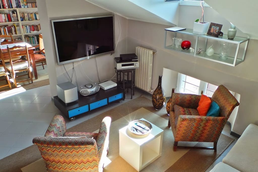 Living, lounge for 4 people and TV