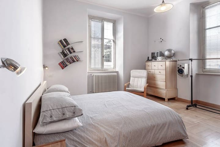 Double bedroom in Como town - Como - Hus