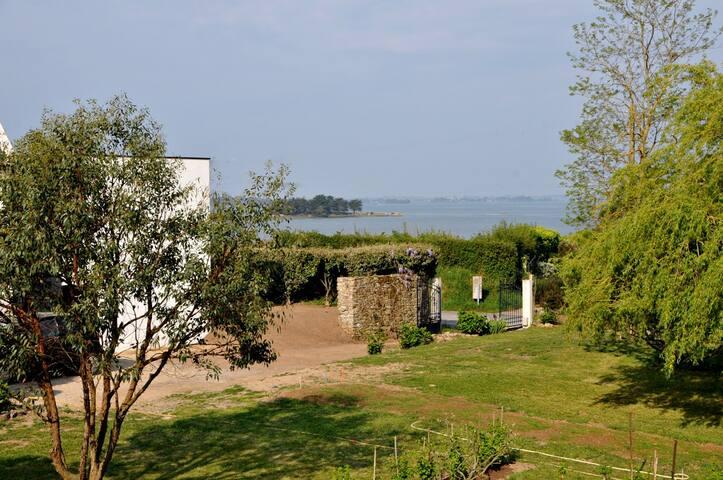 Modern, sun-filled villa - Séné