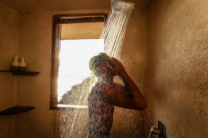 Hot and cold water shower