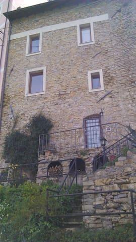 vacanze tra le mura del '600 - Arcola - House