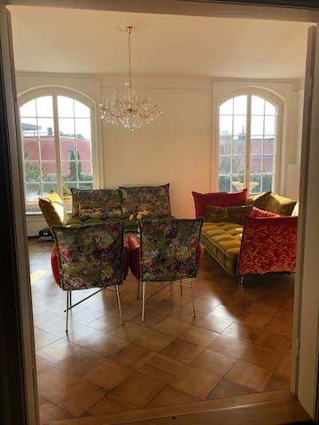 Queenroom with private Balcony  & Z' Lakeview!