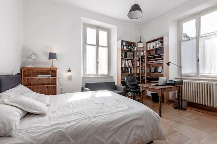 Double bedroom, in Como town - Como - Huis