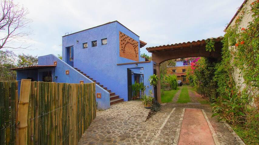 private garden Apartment on first floor-Departamento en planta alta