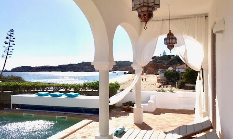 NEU! Romantische Ferienvilla direkt am Strand