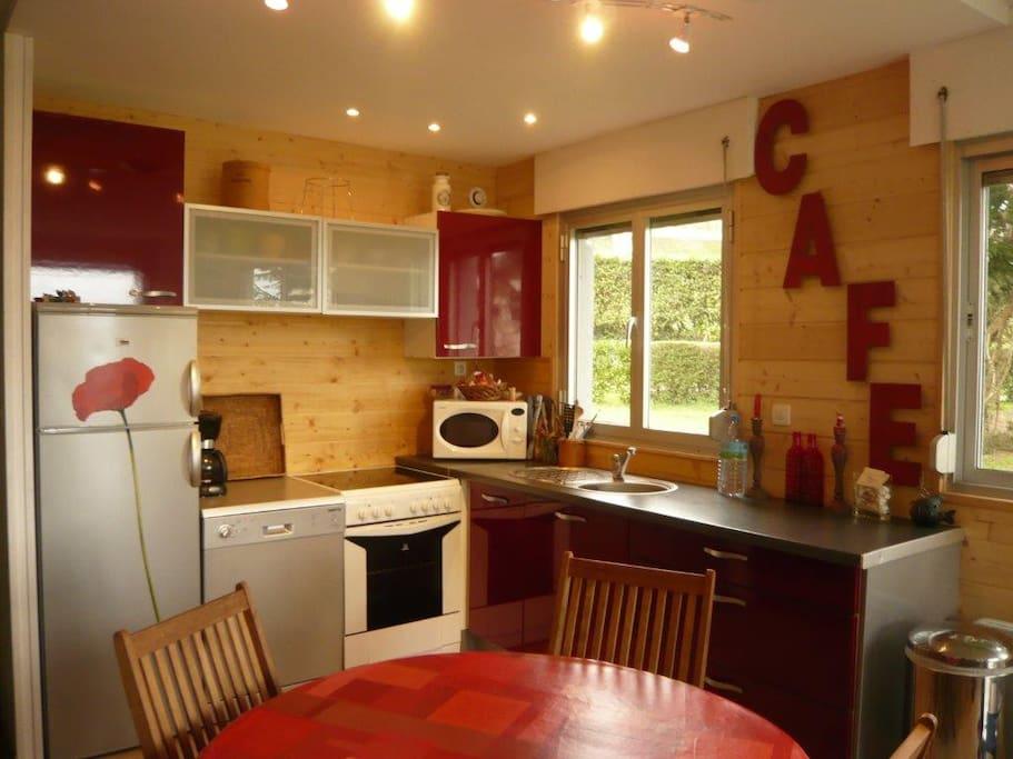 cuisine totalement équipée,lave vaisselle,micro one,frigo, four...