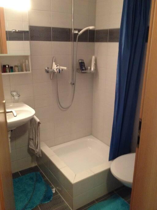 Dusche und WC sind separat
