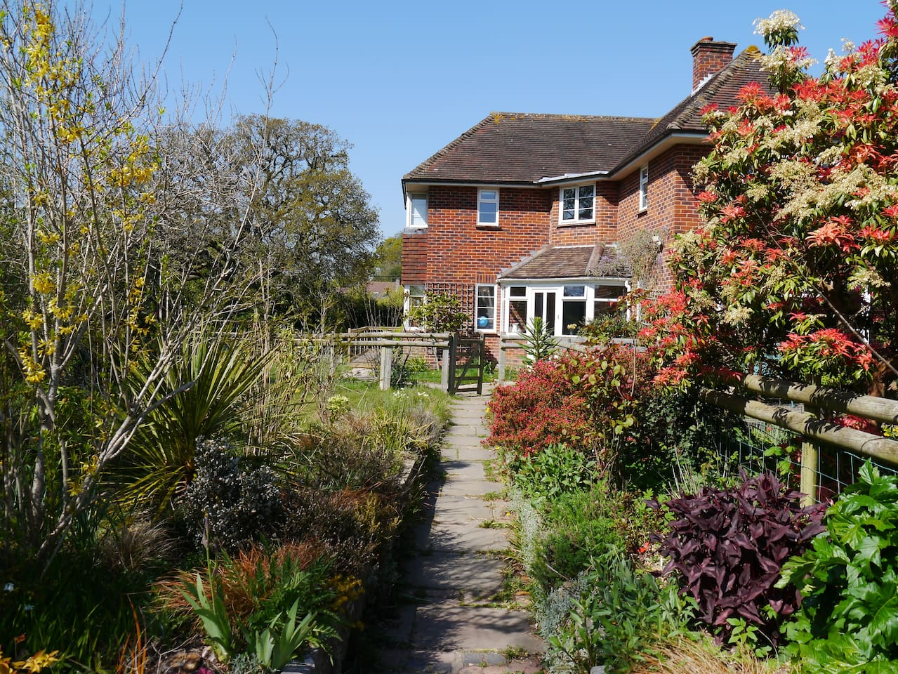 Main house and access to Oakfield Annex. Sleeps 4, two bed, two bathroom. Private access and exclusive use of breakfast room, garden and sun deck. Follow path round to the left of main house. We are in the rural village of Pilley New Forest.