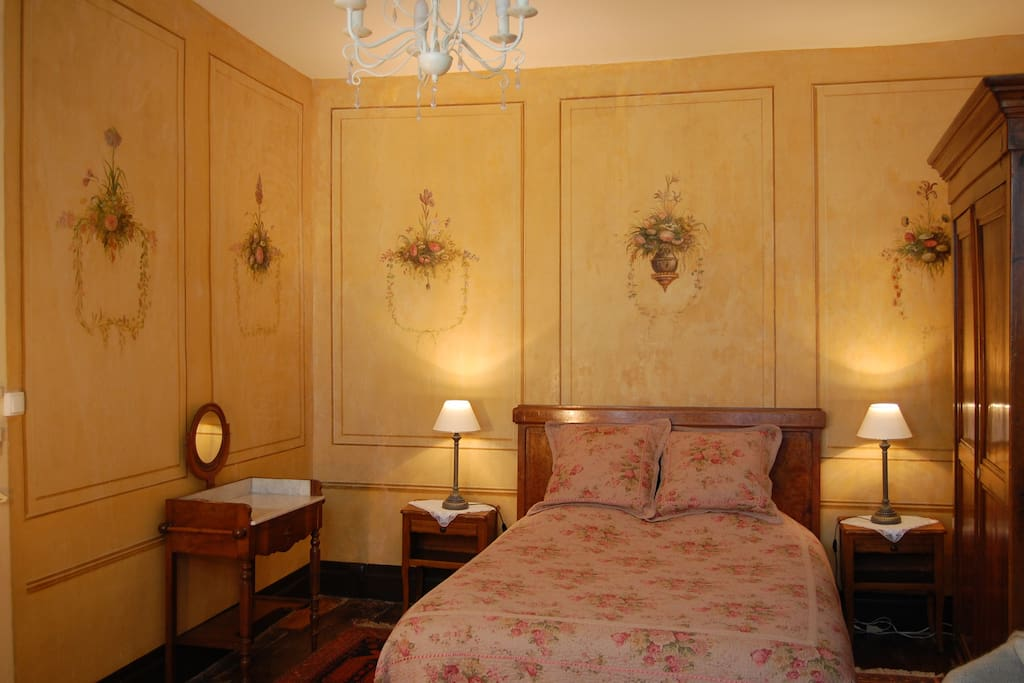 Chambres d 39 h tes de charme bed breakfasts for rent in for Chambre d hotes de charme arles