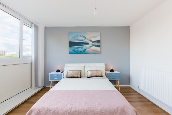 Bedroom 1 with ensuite ,All our bedrooms has a new generation 4K TV with Netflix access !!