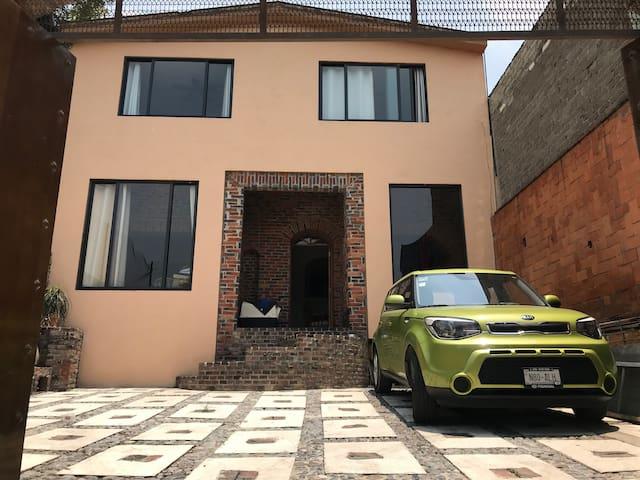 Casa estilo rústico y excelente ubicación 3
