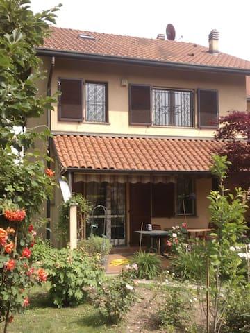 Villetta con giardino fuori Milano - Lainate - House