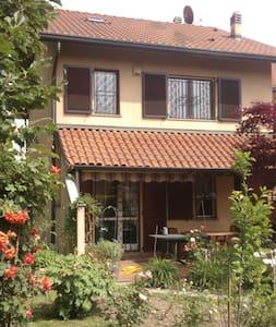 Villetta con giardino fuori Milano - Lainate - Dům