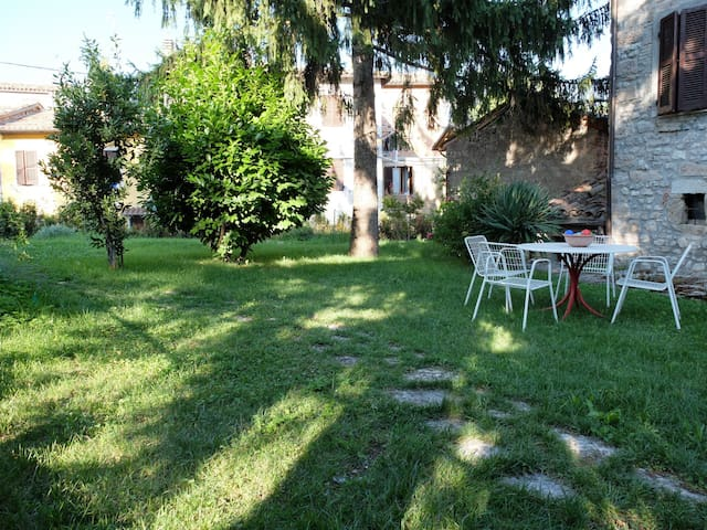 Beautifully restored 1th building - Pieve Torina - House