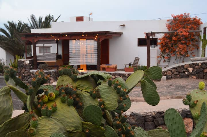 Finca Retreat con vistas al mar, terraza y jardin