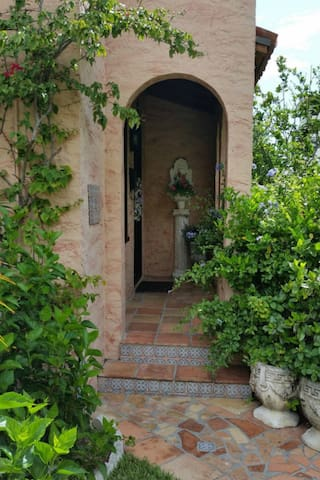 Villa Fiore & Guest House near Mar-A-Lago