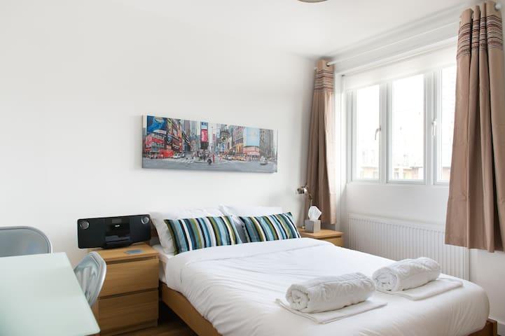 Clean En-Suite Double Room - ロンドン - 一軒家