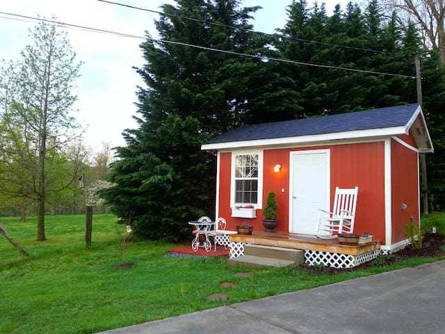 Lovely Cottage with Smoky Mtn views - Sevierville