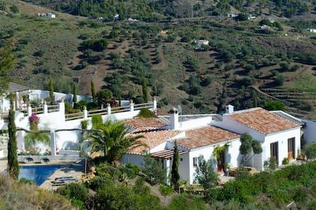 3 bd, private, vineyards, views - Viñuela