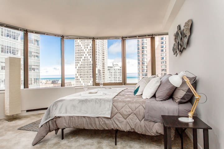 ★★★ Streeterville, Bright Studio, LAKE VIEW ★★★