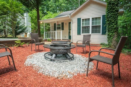 Serenity Cottage - Quaint and cozy dog friendly cottage near Helen