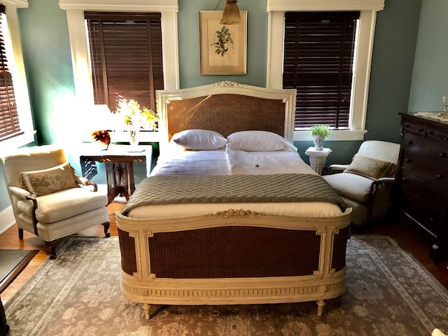 The King Charles Room with Tempurpedic Mattress, Hand Carved Bed by Eloquence, Inc., and 100% Cotton High Thread Count Sheets.