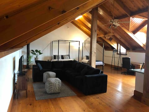 Banella Loft Apartment (Oct/Nov Special $90)