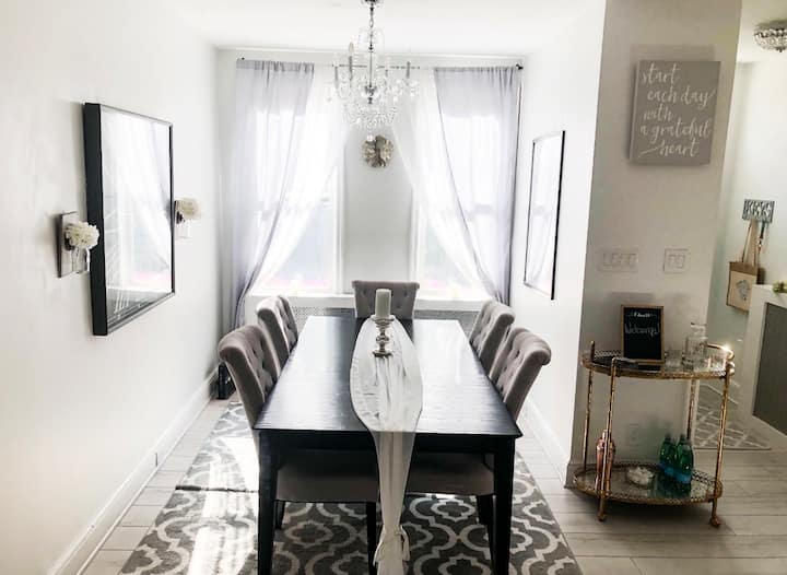 Charming 2BR city home-10 min walk to♥️of downtown