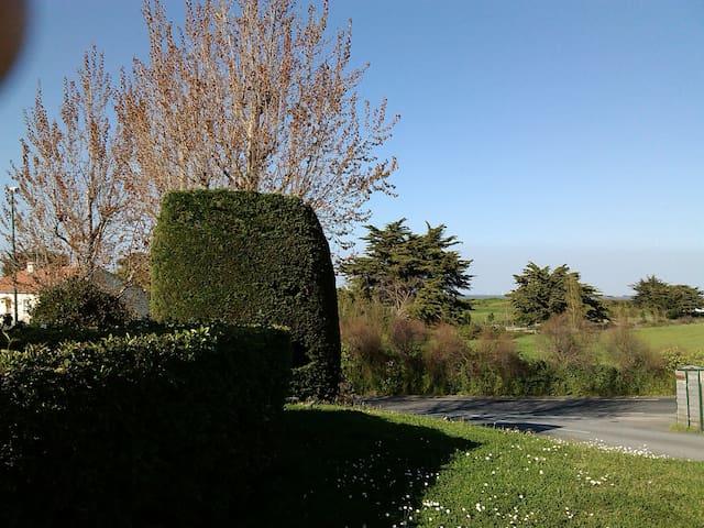 Petite maison de pêcheur au calme - Barbâtre