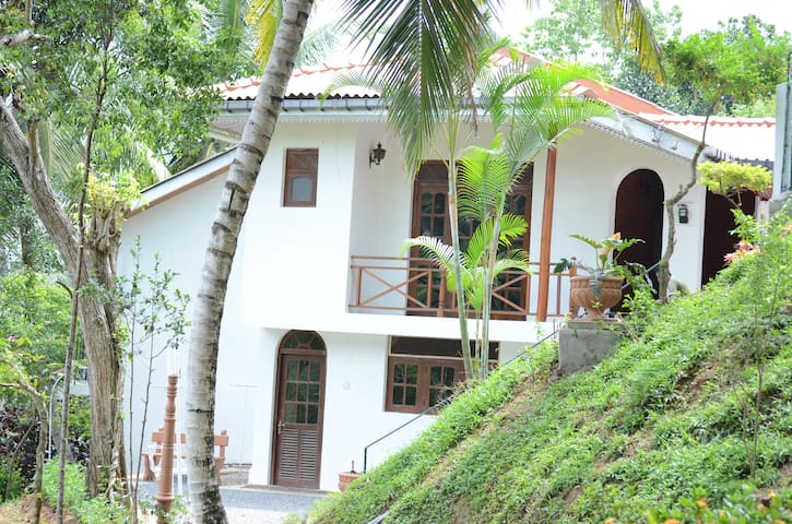 Shady Grove Tourist Bungalow -Kandy - Kandy - Villa