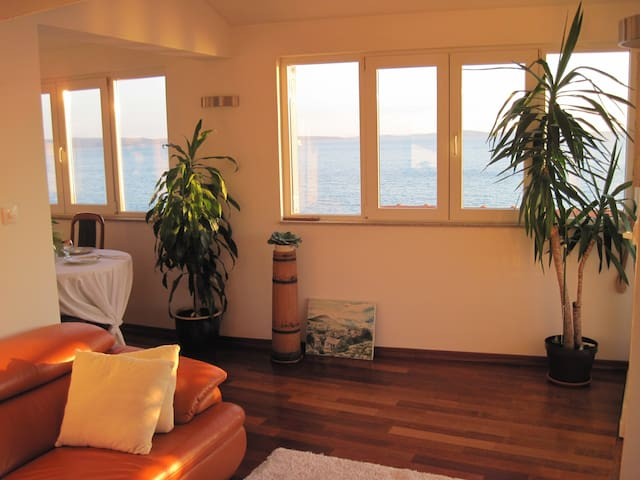 Large sea view apartment in Stobreč - Stobreč - Departamento
