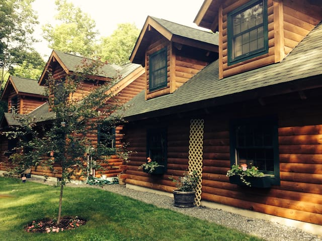 LOG HOME APT IN WOODSTOCK VILLAGE - Woodstock - Appartement
