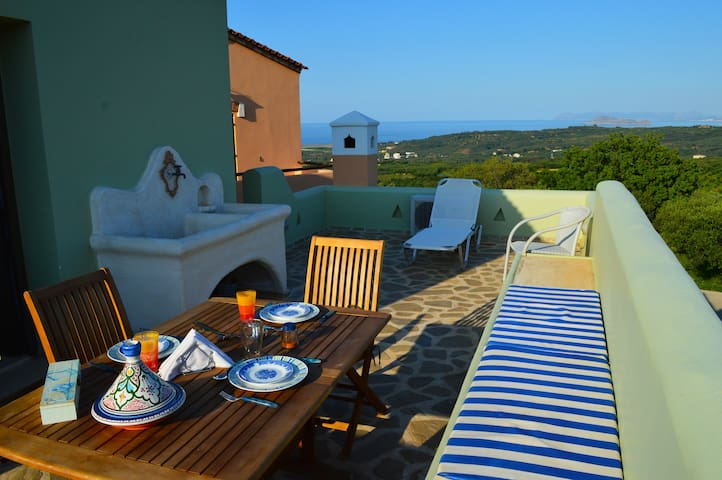 Studio with stunning sea view,ideal for couples - Voukolies - Appartement