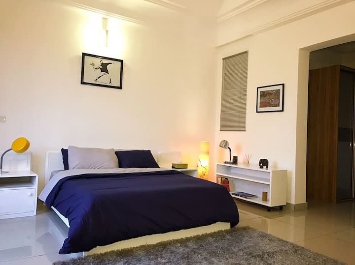 Private master bedroom en-suite hosted by Elie