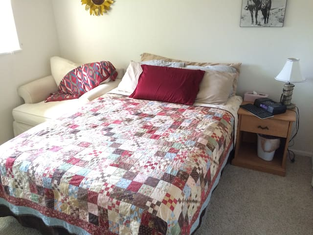 Cozy Room in Cherry Creek - Glendale - Apartment