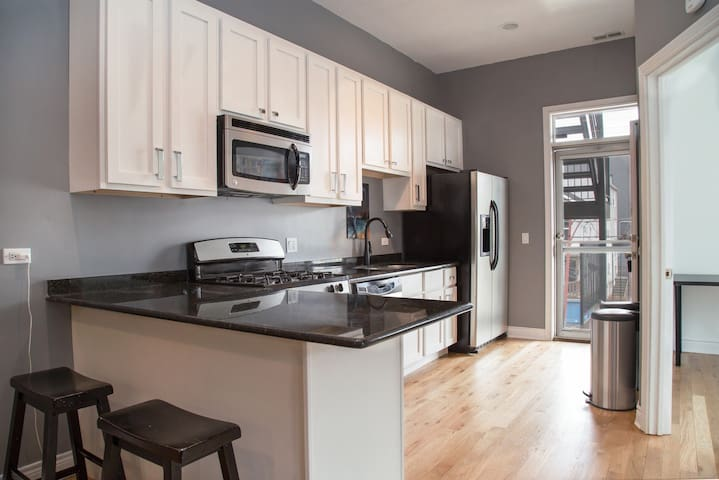 Updated Full Condo near Downtown with Porch