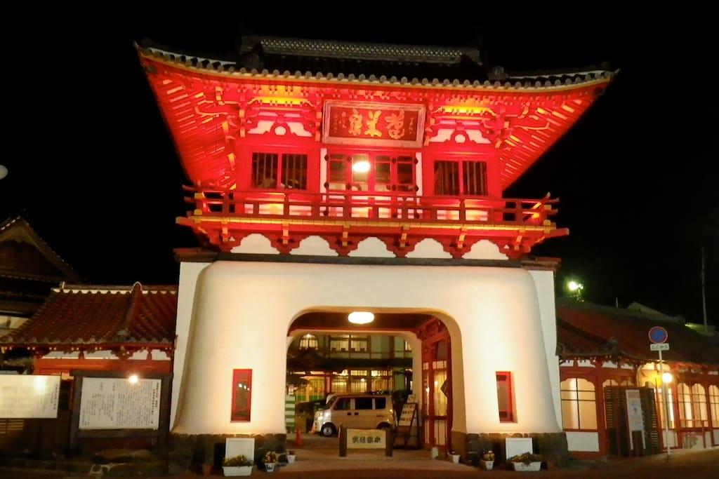東京駅を設計した辰野金吾設計の武雄温泉楼門 今年101周年
