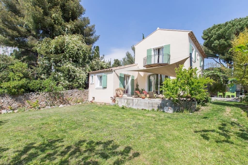 Maison 300m plages vue mer jardin houses for rent in toulon provence alpes c te d 39 azur france - Maison jardin brisbane toulon ...