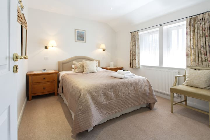 Central Marlow Double Guest Room