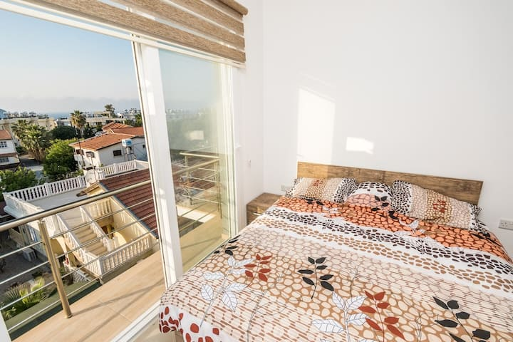 Luxury Two-Bedroom Apartment in center Lapta
