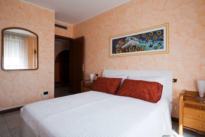 BNB HUMANA ( CAMERA MATRIMONIALE ) - Rozzano - Appartement