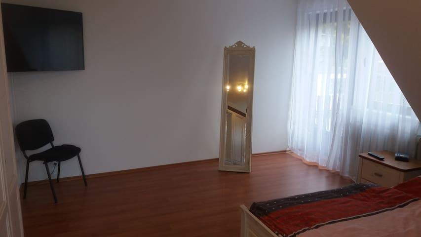 Große und helle Wohnung bei Aachen in 2 Fam. Haus